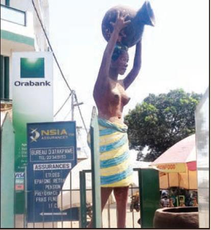 A statue at Atakpame market